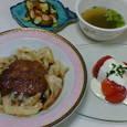 肉だんごとキャベツの煮もの、トマトのサラダ、かぼちゃのシナモンソテー、オニザキの即席ごまスープ