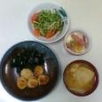 ほたてのしょうがダレ、たまごのココット、トマトと貝割れ大根のサラダ、餅入り巾着と大根の味噌汁