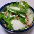 レタスとりんごとくるみのサラダ