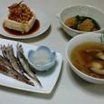 焼きししゃも、冷ややっこのベーコンのせ、小松菜と油揚げの煮びたし、うずらの卵と大根のスープ