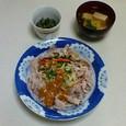 豚しゃぶサラダ、小松菜のくるみあえ、豆腐と小葱の味噌汁