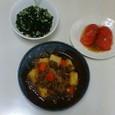 肉じゃが、トマトサラダ、わかめスープ(インスタント)
