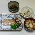太刀魚の塩焼き、茄子の干しえび炒め、マカロニサラダ、麩とうずらの卵の吸い物
