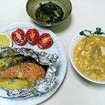 鮭の味噌ゴマヨ焼き、小松菜とじゃこのいため煮、雷豆腐汁