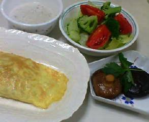 オムレツ、椎茸の煮物、サラダ、マッシュルームスープ