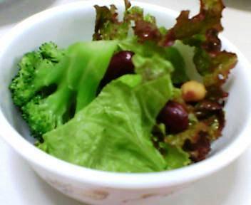 サニーレタス・ビーンズ・ブロッコリーのサラダ