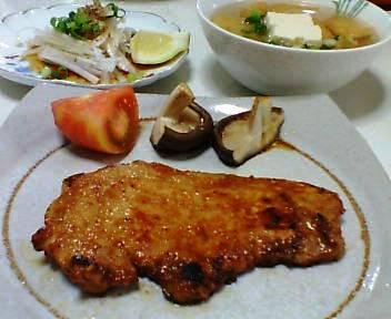 豚肉の味噌焼き、大根サラダ、万能葱と豆腐と油揚げのスープ