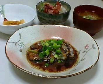 太刀魚の中華煮、大根サラダ、もやしの味噌汁、さつまいものクリームあえ