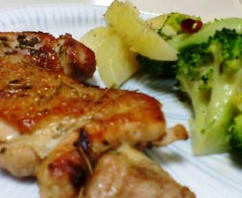 鶏もも肉のハーブ料理