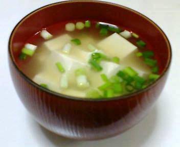 豆腐とわけぎの味噌汁