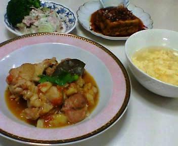 鶏肉と野菜の煮込み、コンビーフ入りポテトサラダ、焼き厚揚げ、 卵スープ