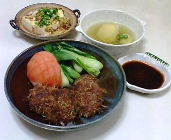 中華風つくね、煮やっこの卵とじ、じゃがいもとグリンピースのスープ
