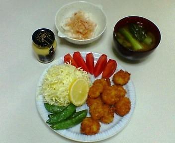 ホタテ貝柱のフライ、長芋のおかか和え、青梗菜の味噌汁