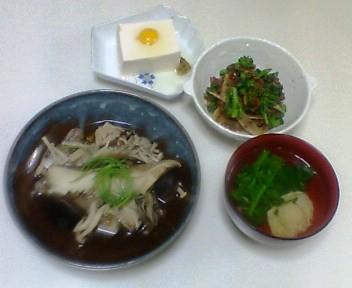 タラときのこの煮物、菜種とごぼうと合い挽き肉の炒め物、冷奴、菜種とうずら卵の吸い物