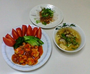 えびのチリソース炒め、納豆ドレッシングの大根サラダ、卵と大根としいたけのスープ