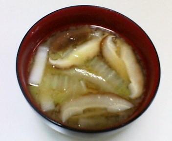 白菜としいたけの味噌汁