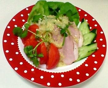 オニオンドレッシングのサラダ