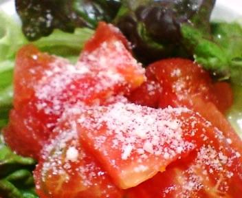 サニーレタス、レタス、トマトのサラダ
