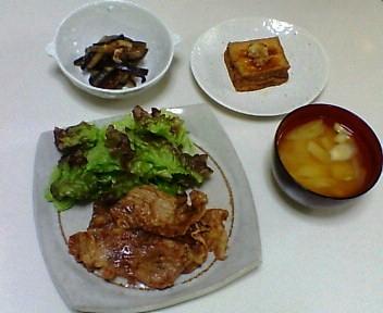 豚肉のしょうが焼き、茄子の干しえび炒め、焼き厚揚げ、葱とじゃがいもの味噌汁