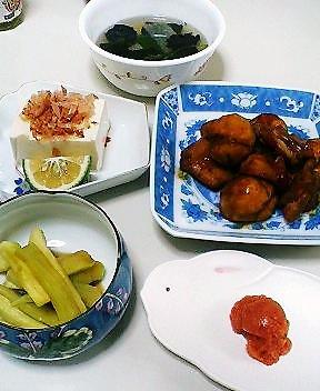 鶏肉と栗の炊き合わせ、冷奴、茄子のおひたし、かつおだしの大 根・三つ葉・海苔のスープ、辛子明太子