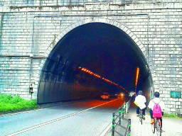 13日、これからトンネルに入ります。