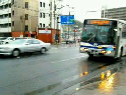 23日の折り返し点。雨の中のバス。