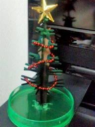 娘の女友達から届いたマジック・クリスマスツリー